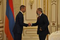ՈՒԵՖԱ-ի նախագահ Ալեքսանդր Չեֆերինը ժամանեց Երևան. նրան ընդունել է վարչապետ Նիկոլ Փաշինյանը (Լուսանկարներ)