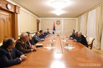 Бако Саакян принял делегацию Ереванского государственного медицинского университета