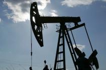 Нефть дешевеет после удорожания на 15 %