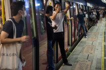 В Гонконге восемь человек пострадали при сходе с рельсов поезда в метро. Фото