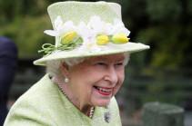 Մեծ Բրիտանիայի թագուհին զրկվել է անձնական բարից շքախմբի հարբեցողության պատճառով
