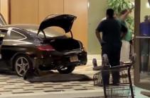 ԱՄՆ-ում մեքենան մխրճվել է Trump Plaza բարձրահարկի մուտքի մեջ (Տեսանյութ)