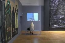 Նկարիչն աշխատանքներ է ստեղծում նավթով (Տեսանյութ)