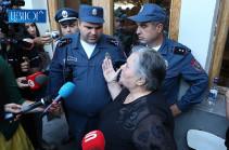Ես իր տղայից որտեղից բերեմ, որ Երևանի փողոցներում շրջի, նկարողին էլ ասեն, թե քրեական գործ ենք հարուցելու. զոհվածի մայրը՝ վարչապետին