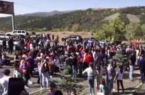 «Амулсар – только гора!», «Лидиан, уходи!» – в Джермуке проходит акция протеста против эксплуатации Амулсара