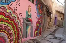 Молодые художники создают картины на стенах разрушенных зданий Мосула (Видео)