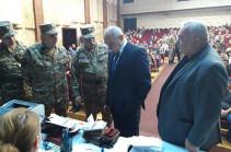 Бако Саакян провел совещание по вопросам, касающимся хода военных сборов