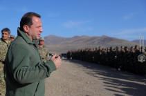 Министр обороны Давид Тоноян побывал в лагерном поселке