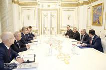 Пашинян и Белозеров обсудили возможность паромных переправ грузов в Россию по Черному морю