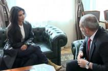 Armenia's PM receives Kim Kardashian (video)