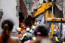 В результате обрушения здания в Индии погибли десять человек