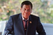Президент Филиппин получил легкие травмы, упав с мотоцикла