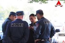 Երևանում դանակով շրջող հայտնի «ուտիլիզատորը» սպառնացել է լրագրողներին (Տեսանյութեր)