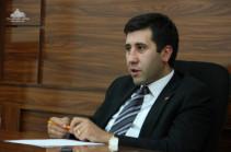Рубен Меликян призвал правозащитников собраться во время допроса дочерей Грайра Товмасяна у здания СНБ Армении