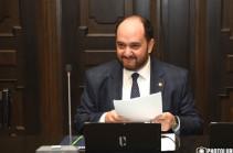 Требующие отставки Араика Арутюняна студенты дали ему 20 минут