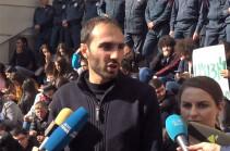 Students demanding Arayik Harutyunyan's resignation declare strike for indefinite period of time