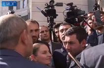 Господин премьер, мы не кавказцы, мы арийцы – один из участников акции протеста