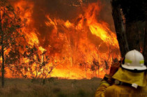 Australia bushfires: Two dead in New South Wales blazes
