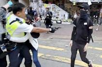 Полиция применила огнестрельное оружие против протестующих в Гонконге