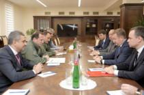 Министр обороны Армении принял делегацию Росимущества