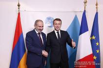 Никол Пашинян в рамках Парижского форума мира провел беседу с Эммануэлем Макроном