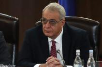 Из-за противоречащих друг другу заявлений властей переговорный процесс заведен в тупик – Давид Шахназарян