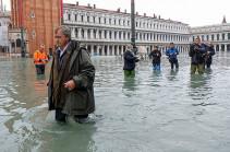 Мэр Венеции заявил о миллиардном ущербе из-за наводнения