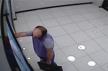 Կողոպուտ` օծանելիքի խանութից. որոնվում է տեսանյութում պատկերված տղամարդը (Տեսանյութ)