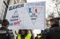 """В Париже закрыты более 20 станций метро из-за """"желтых жилетов"""""""