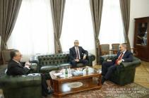 Նիկոլ Փաշինյանն ընդունել է Հայաստանի և Արցախի ԱԳ նախարարներին