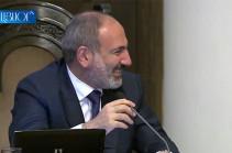Անվտանգությունը կառավարության պատուհաններն այնպես է դասավորել, որ չեն բացվում. վարչապետը չէր կարողանում զսպել ծիծաղը (Տեսանյութ)