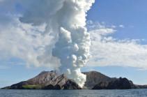 При извержении вулкана в Новой Зеландии погиб человек