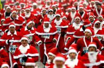 Санта-Клаусы устроили забег по Будапешту (Видео)