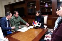 Давид Тоноян обсудил с делегацией МККК судьбу удерживаемых в Азербайджане граждан Армении