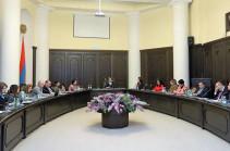 Տիգրան Ավինյանն անցկացրել է կանանց հարցերով խորհրդի առաջին նիստը