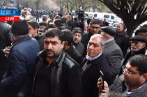 Killed conscript's relatives accompanied to government building to meet with Armenia's PM