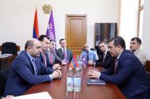 ԱԱԾ տնօրենը գնացել է ԱԺ՝ հանդիպելու «Լուսավոր Հայաստան»-ի պատգամավորներին