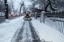 Ողջ գիշեր քաղաքում իրականացվել են ձնամաքրման աշխատանքներ, ինչի արդյունքում փողոցներն անցանելի են. Խաժակյան