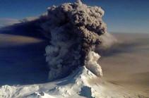 На Аляске ввели красный уровень опасности для авиации из-за вулкана