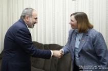 Премьер-министр провел встречу с послом США в Армении Линн Трейси и командующим Национальной гвардией штата Канзас Ли Тафанелли