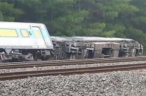 В Австралии не менее двух человек погибли при аварии поезда