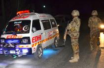 В Пакистане шесть человек погибли при взрыве машины