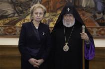 Ամենայն Հայոց Կաթողիկոսն ընդունել է Մոլդովայի խորհրդարանի նախագահին