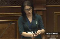 Сона Агекян воскурила ладан в парламенте Армении