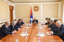 Բակո Սահակյանը հանդիպել է իշխանություններին սատարող քաղաքական կուսակցությունների ներկայացուցիչների հետ