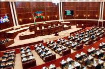 Парламент Азербайджана проголосовал за продление срока призыва в армию (РИА Новости)