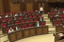 «Իմ քայլը» 20 րոպե ընդիմիջում վերցրեց ԱԺ արտահերթ նիստում քննարկված նախագծերի քվեարկությունից առաջ
