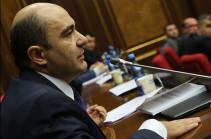 Эдмон Марукян: Вы тайно созвали заседание, чтобы депутаты не успели прийти и выступить. Позор Вам!