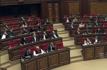 ԱԺ-ն երկրորդ արտահերթ նիստի ընթացքում առաջին ընթերցմամբ ընդունեց «Արտակարգ դրության իրավական ռեժիմի մասին» օրինագիծը