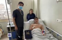 Վարչապետի տիկին Աննա Հակոբյանն անակնկալ է մատուցել Ոսկեվանում վիրավորում ստացած տղային ու Գյումրիում ծեծի ենթարկված աղջկան